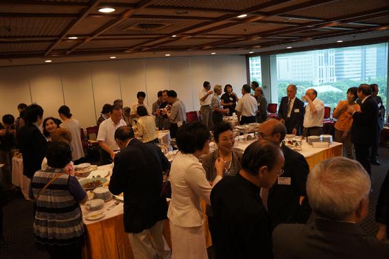 十和田市の東京同郷会「東京十和田会」の関係者や他校の同窓会の理事の皆様をまじえての楽しい懇談。